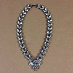 Garland Brooch Collar